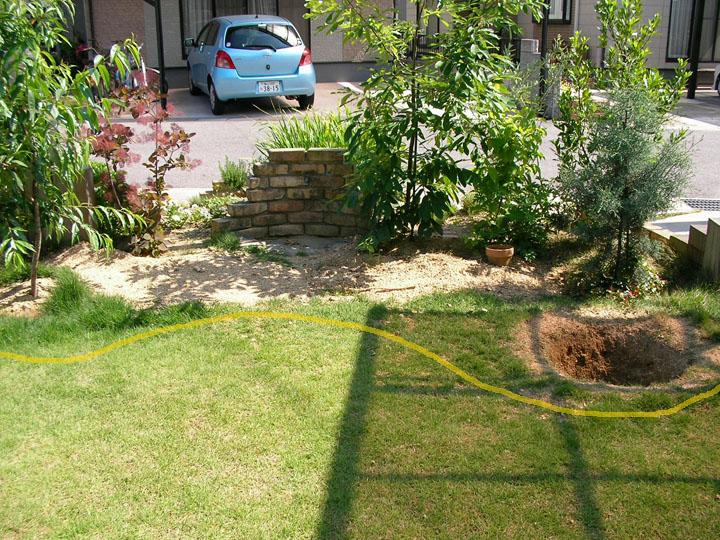 芝刈りと芝生のレイアウト変更10