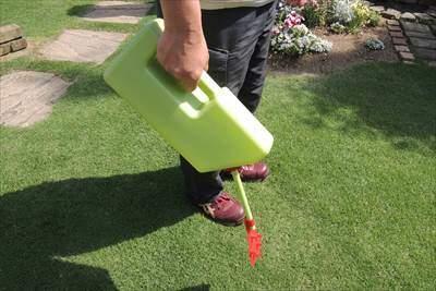 肥料散布に便利な粒剤スプレイヤー