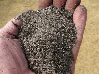 黒土や焼砂などをブレンドした黒目土