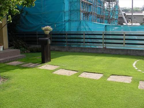 芝庭のフェンスは低くて風通しが良いものが理想