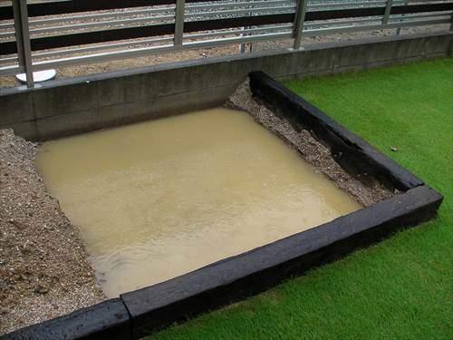 管理人宅の土壌は雨水が抜けにくい構造